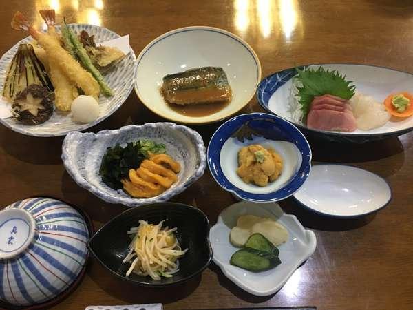 5月頃…釜石産の山菜も良でございます。他海鮮は生うに・ホヤ・ソイ刺身等…釜石の旬をご堪能くださいませ