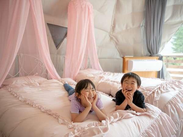 【プライベートエリア】露天風呂&天蓋ベッド付き!「カワイイ!」が詰まったドームテント「ギュネー」一例