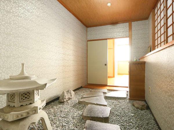 趣のある純和室で人数にあわせて、8畳~12畳より当館にてご用意させていただきます