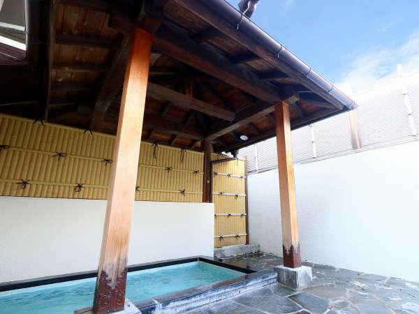 開放的な露天風呂でストレスも疲れも吹き飛びます 塩山温泉は美肌の湯として知られています