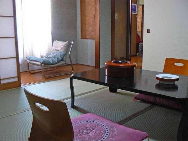 旅の疲れを癒してくれる純和風の客室。(一例)