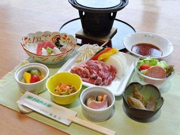 【夕食】品数豊富なお食事をご提供いたします