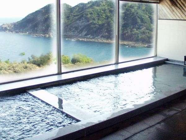 高知県境超深層1000Mから湧き出るナトリウム炭酸水素塩泉。ぬるっとした肌さわりが女性に大人気!