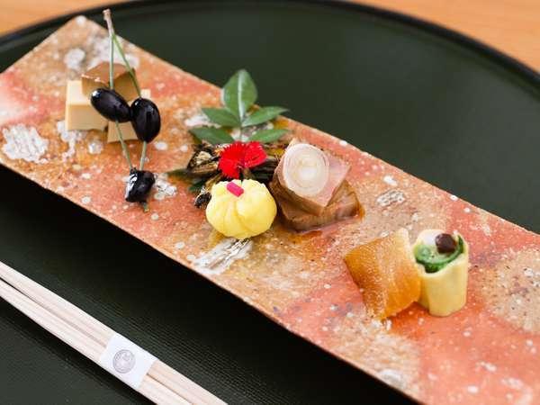 館内レストラン「鮨 加藤」懐石料理一例