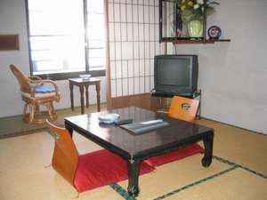 和室4.5畳部屋(日当りの良い部屋です)