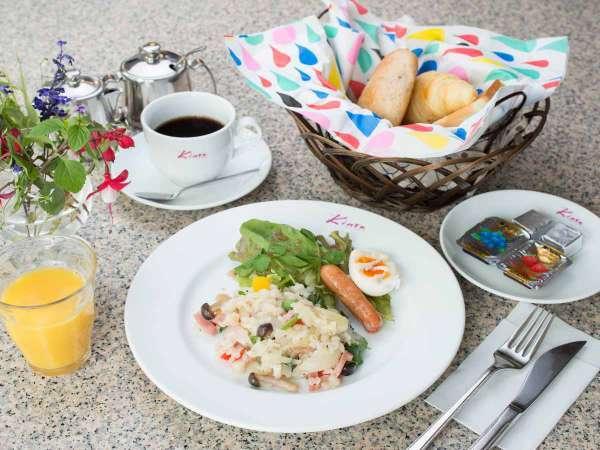 ◆朝食付◆3種類のホームメイドのパンと日替わり朝食★連泊にもピッタリ!