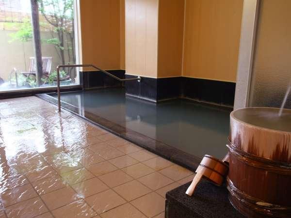 硫黄泉を堪能できる大浴場