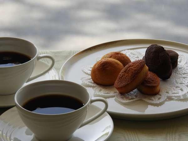 【50歳からお得】期間&室数限定(1日10室)美味しい時間をパティシエ特製焼き菓子&ミカドコーヒー付