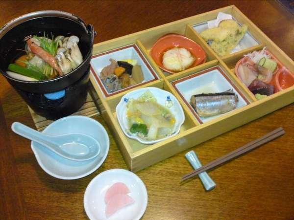 噴火湾の海の幸や地場産野菜を使ったごきらく膳(料理一例)