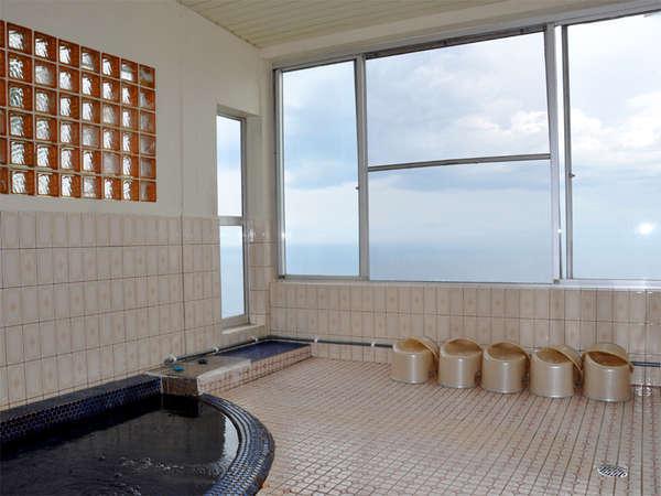 *小さいですが、水平線が見渡せる展望風呂♪絶景です。
