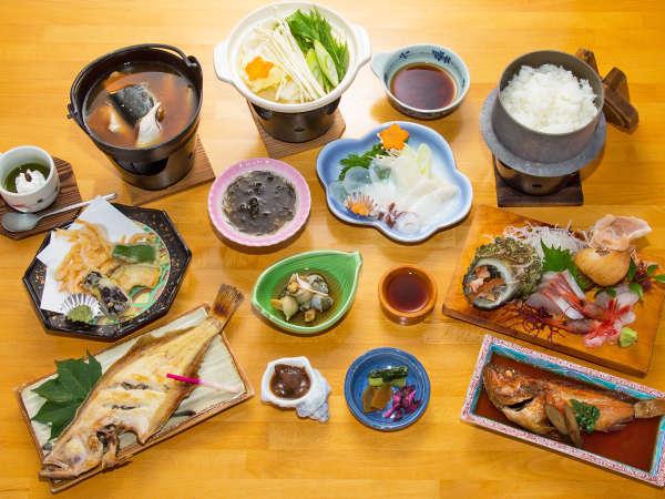 【夕食一例】日本海で獲れた食材で、実(じつ)のあるお料理をお出しいたします♪