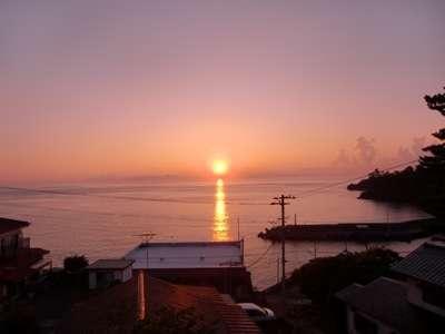 部屋から見る朝陽