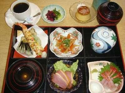 レストランで人気の『彩り御膳』を是非ご賞味ください!