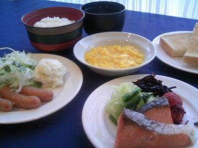 6:30~9:30、無料朝食サービス実施中♪三重県産コシヒカリやこだわり味噌汁をお召し上がりくださいませ♪