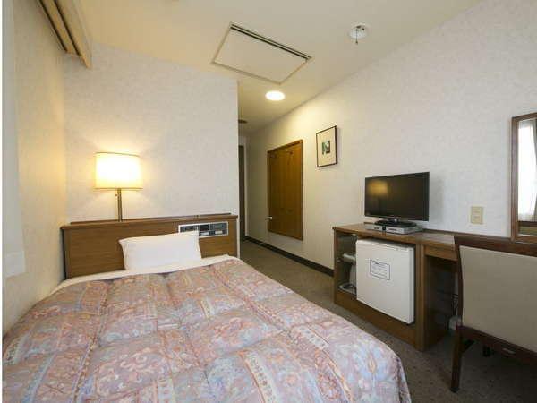 シングルルームは【120cm幅】のセミダブルベッドをご用意しております。