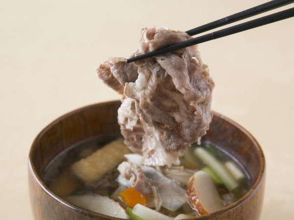 肉の横綱「伊賀牛」とたっぷり野菜で仕上げた地元名物の牛汁。ぜひお召し上がりください。