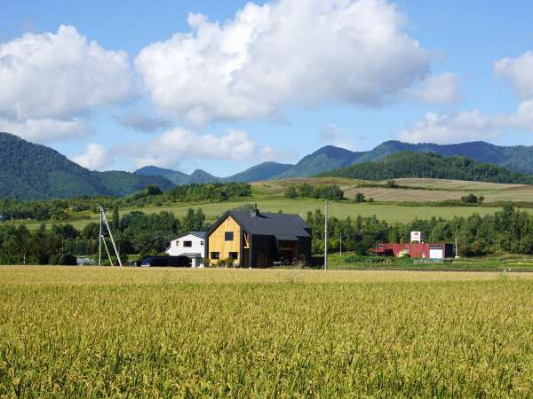 田園風景の真中でゆっくりお過ごしください。