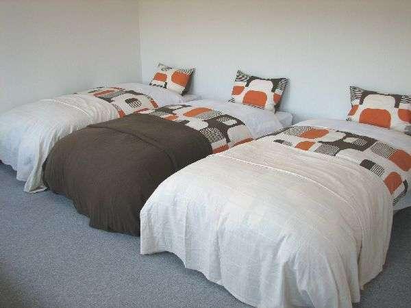 洋室S (バス/トイレ付)清潔なお部屋で、ゆっくりとお休みいただけます。