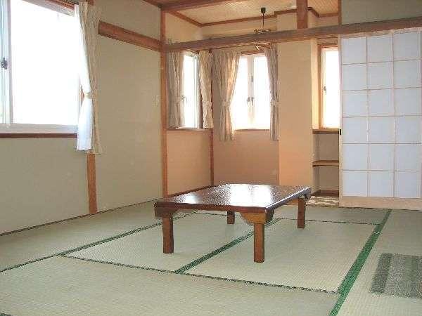 和室10畳のバス付のお部屋からの素晴らしい富士山と山中湖の眺めをご覧いただけます。