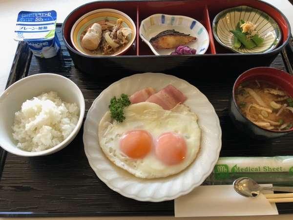 コロナウィルス対策のため、現在てのご朝食ははお膳にてご提供しております。お飲み物類などお替り自由