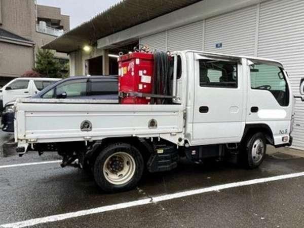 トラック ユニック 2tロング大型車専用駐車場有(要予約・有料)