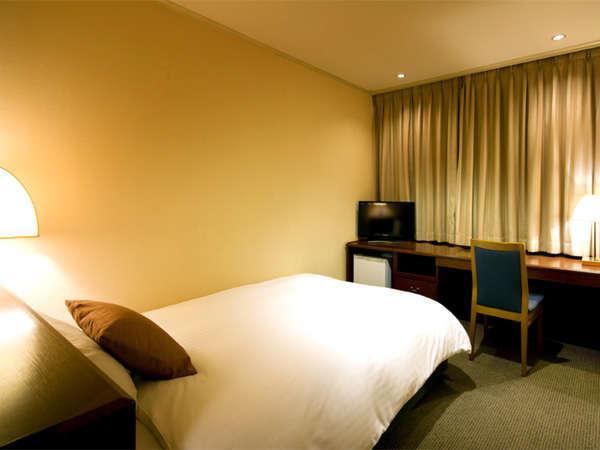 喫煙シングルルーム◆広々ベッドでクリーンなお部屋