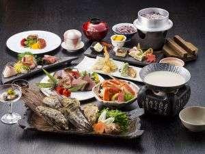 ご夕食の会席は播磨灘や播州地方の旬の食材をふんだんに使用しています。