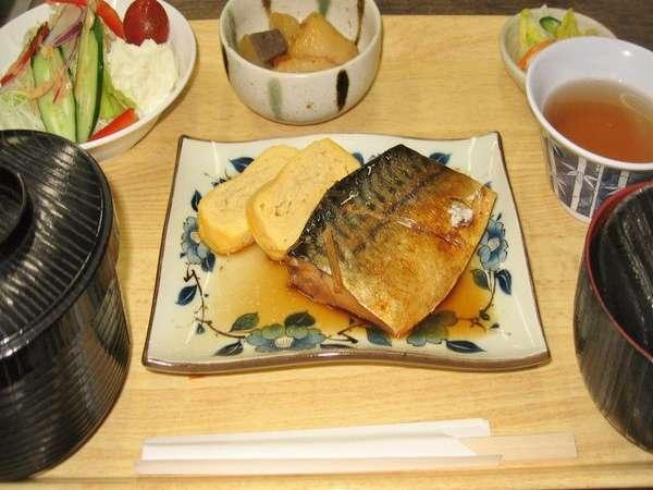 ◆【連泊割】5泊以上でお得☆夕食は選べるセットメニュー♪地元でも評判の定食を!【2食付】