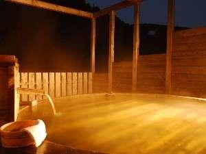 開放感のある貸切露天風呂・夜には星空や月が!