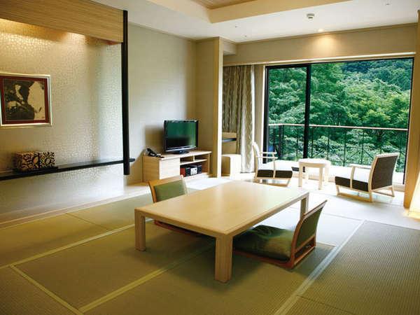 【開業25周年記念】山のホテルでりんごパイを堪能!スイーツ券付きプラン 夕食・朝食付き