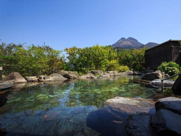 大露天風呂|由布岳を望む岩露天風呂です。