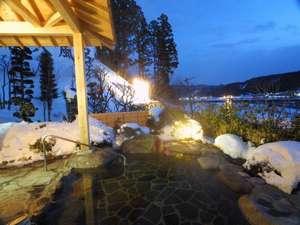 12月も半ばを過ぎると鳴子も雪景色に。貸切露天は22時まで利用できます