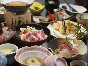 【女子旅】ドリンクサービス特典付き!こだわりの郷土料理と自家源泉かけ流しの湯を愉しむ<2食付>