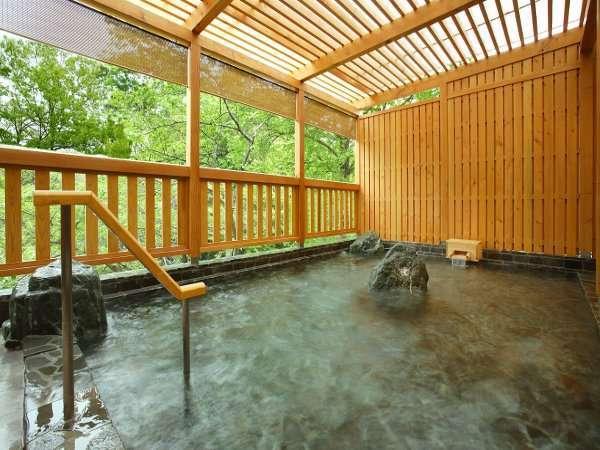 大浴場・露天風呂からは横瀬川を臨められる