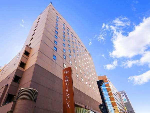 北海道の歴史を感じる開拓時代のシンボル「赤れんが」の目の前。