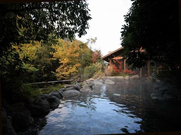 山間の露天風呂「しいばの湯」 写真提供:じゃらんnet