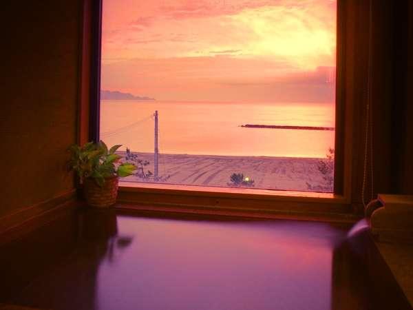 4室限定【石風呂付客室】天然温泉と夕日がプライベートで満喫できる