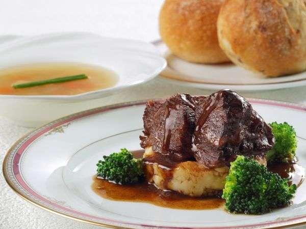 【春はそとポ!】大人気「お部屋食」と「牛ほほ肉の赤ワイン煮ディナー」プラン