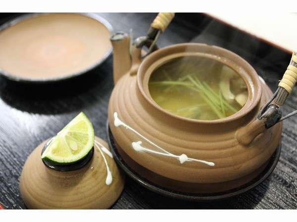 松茸料理の定番の「松茸土瓶蒸し」