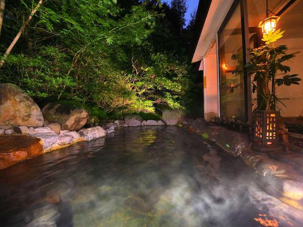 """1時間に72,000リットルも勇払する、自慢の天然温泉!pH7.2の単純泉は柔らかく""""優しい湯"""""""
