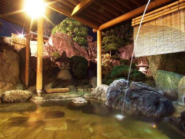 風情あふれる大浴場 露天岩風呂(殿方)
