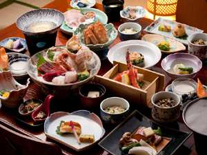 男性と女性で異なるお料理をご用意。二人で分け合ってお食事を…。(月膳・花膳イメージ)