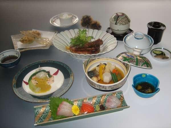 夕食に3000円の会席をレストランで♪二食付プラン