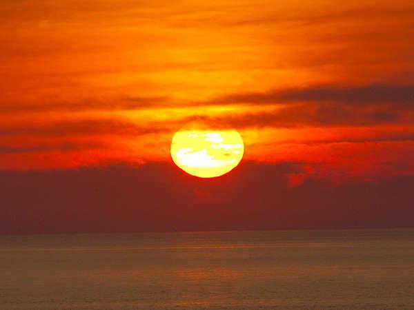 *夕日/美しくロマンティックな瞬間
