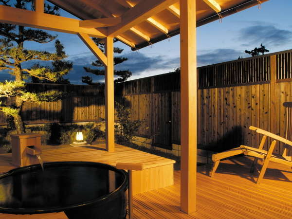 露天風呂付和室 ゆっくりと温泉をお楽しみ頂けます。