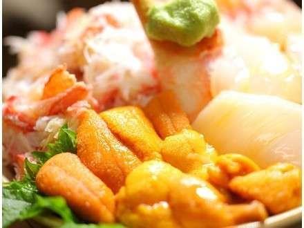ホテル真横の小樽三角市場で2000円分の食事券付きプランあり★新鮮な魚介丼を食べるならココで決まり★