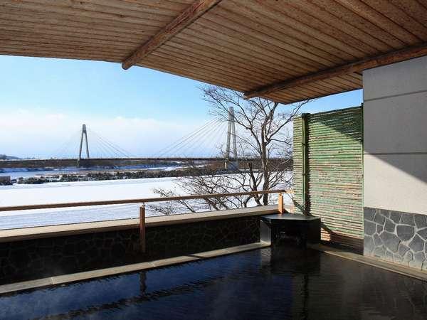 十勝川を望む展望露天風呂