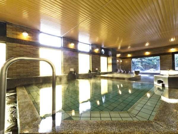 【八峰の湯】柔らかく肌にやさしいアルカリ性単純泉を2つの湯温で楽しめる内風呂。