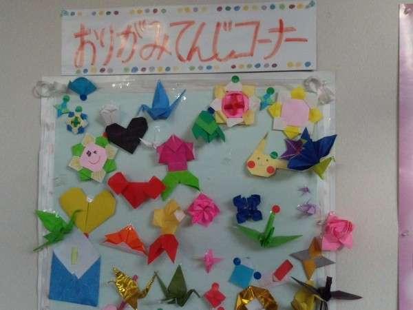 親子で楽しめる★ロビーにある折り紙でいろいろ作っちゃおう!作品コーナーもあるよ♪