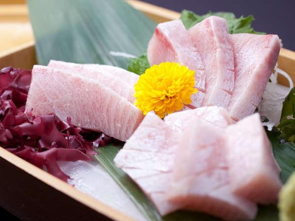 寒ブリの旨さは、他の魚で例えられないほど別格の存在。口に残る爽やかなな旨味。この冬だけの味覚です。